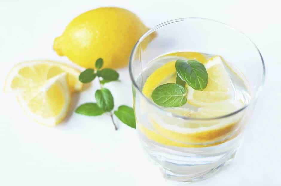 verre d'eau de citron