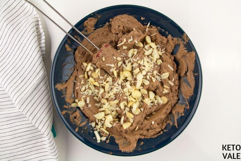 add sliced macadamia