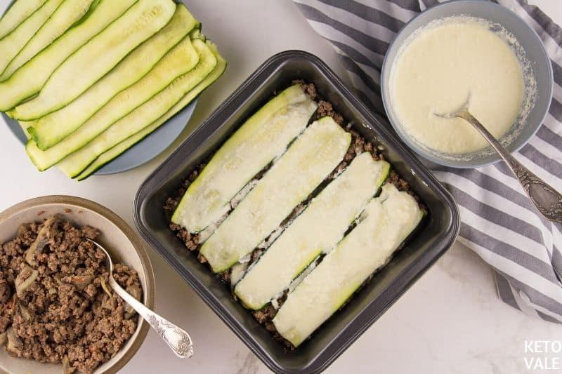 arrange zucchini beef layers