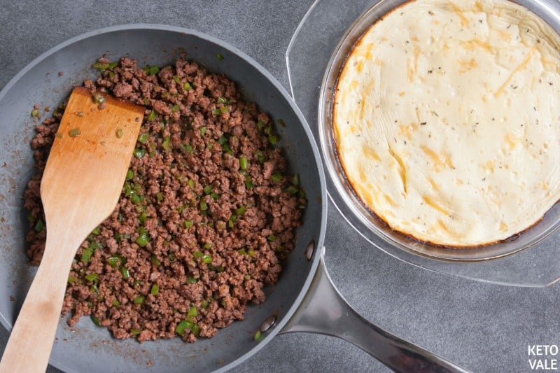pour beef topping on taco crust