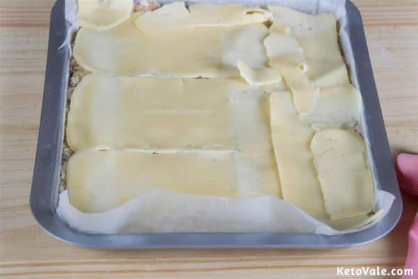 Topping with mozzarella cheese