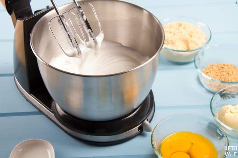 whip egg whites with cream of tartar