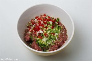 Mix ground beef and spices in a bowl