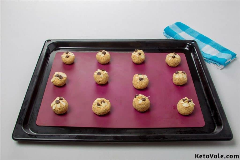 Forming cookie spheres