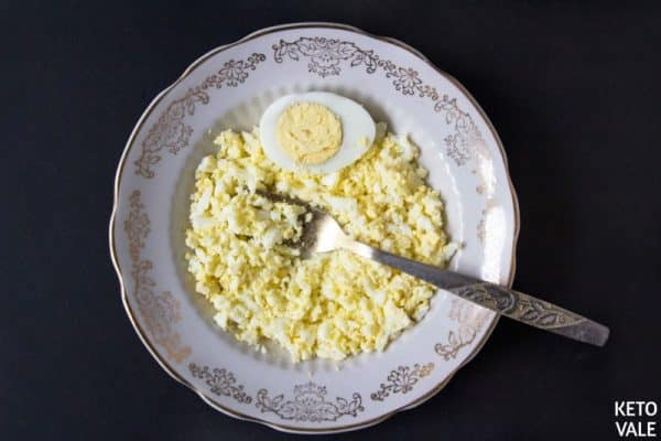 Smash boiled eggs