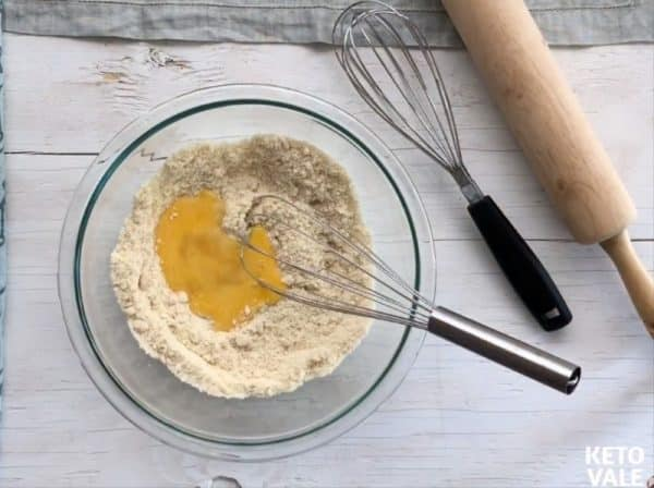 combine almond flour, coconut flour, xanthan gum