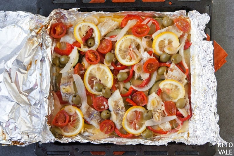 Baking fish and veggies in oven