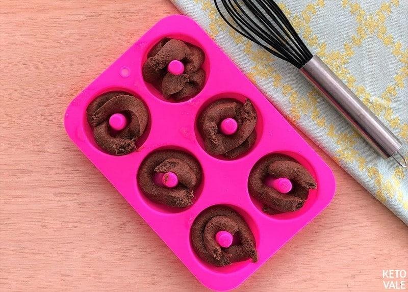Fill donuts mold