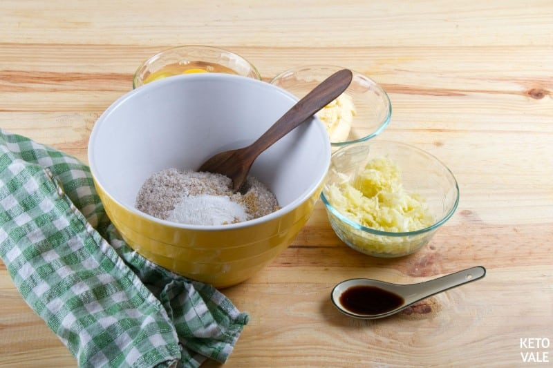 mix coconut peanut baking powder