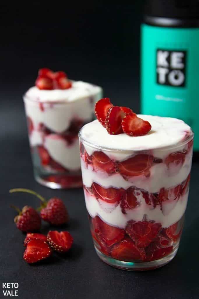 keto strawberry ricotta parfait