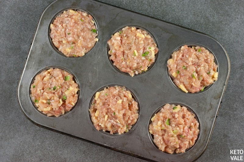 divide meat mixture to muffin cups