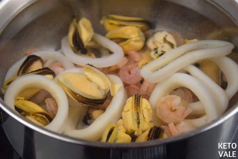 boil mixed seafood