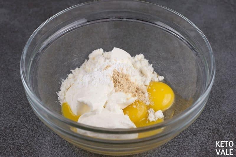 mix egg yolks garlic collagen