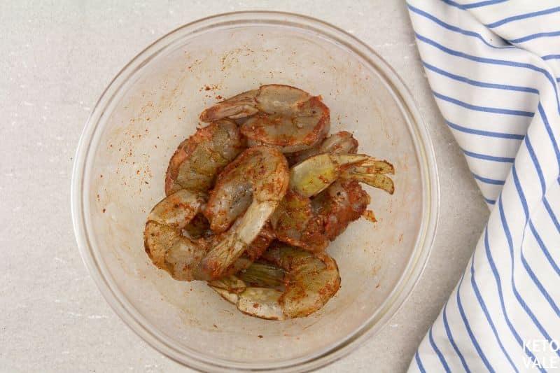 season shrimp paprika pepper