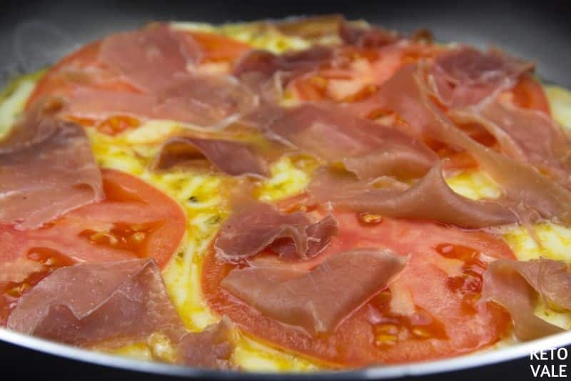 cook eggs add tomato prosciutto