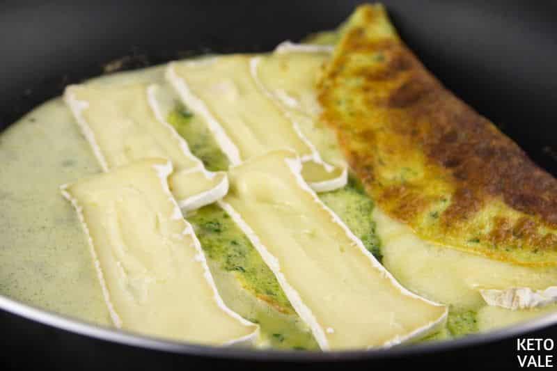 roll omelette pan