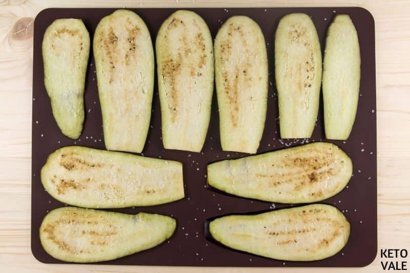 slice eggplant put baking tray