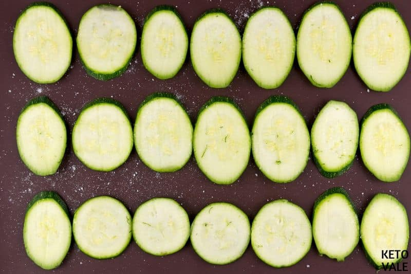 slice zucchini coat salt