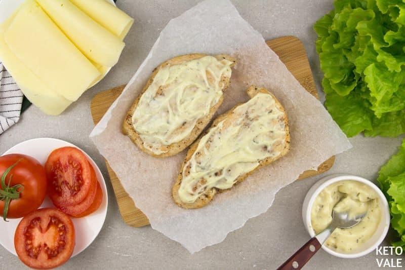 spread mayo chicken breast slices
