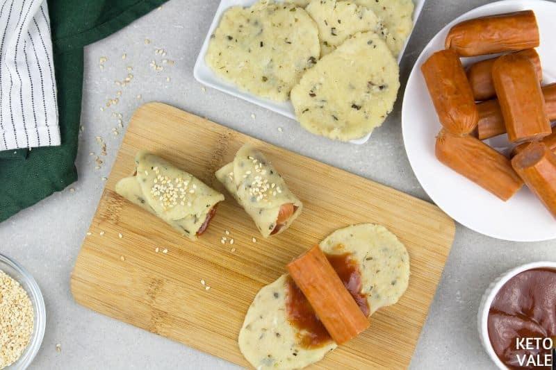 spread sauce dough add frank
